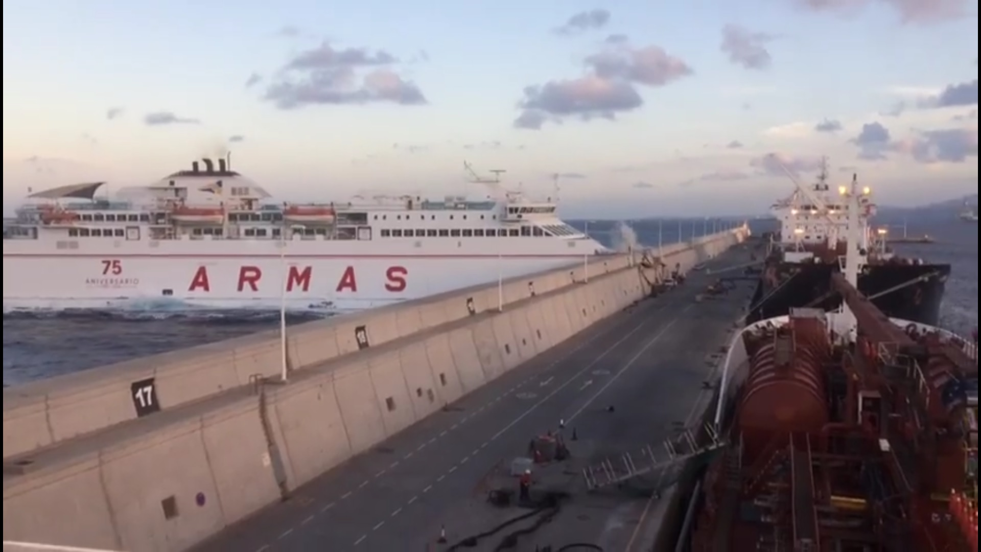 Five injured after car ferry crashes into wall in gran - Living in gran canaria ...
