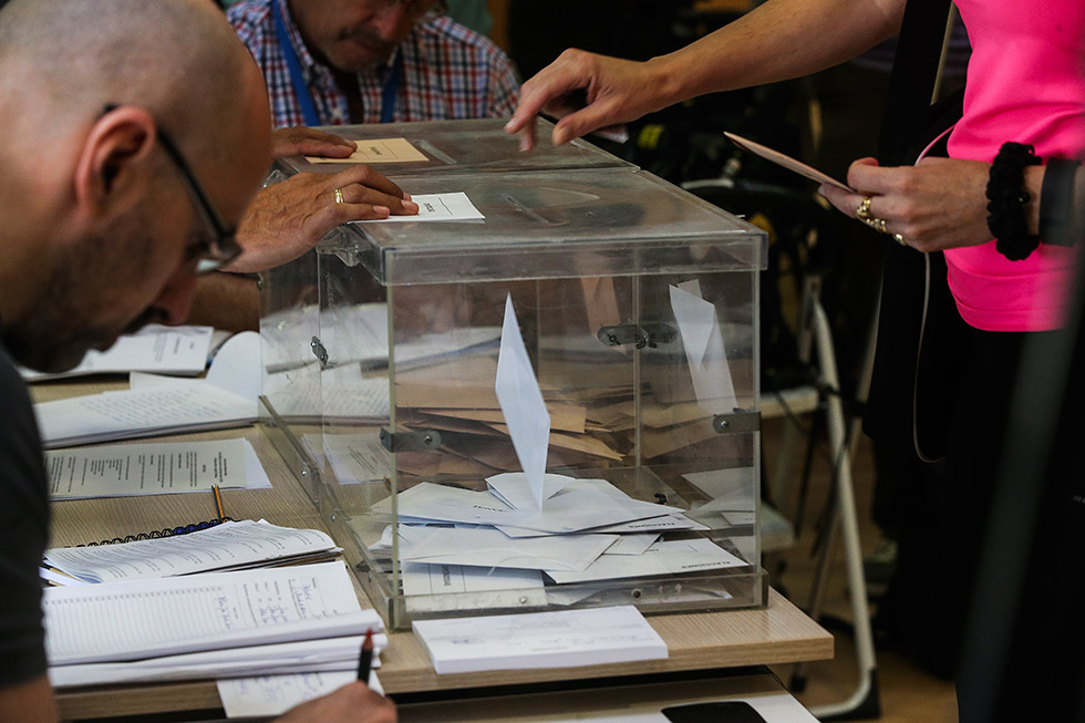 Catalan government consider postponing elections
